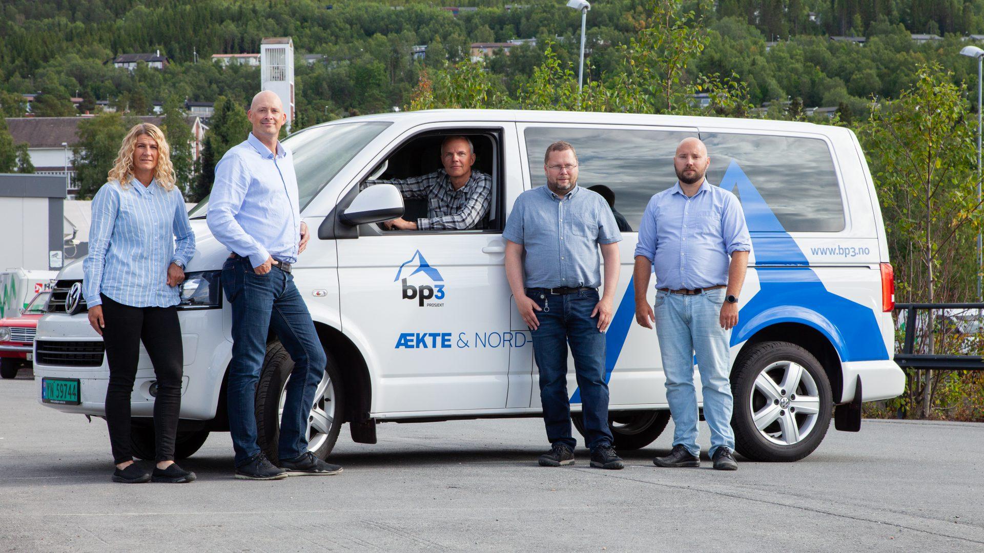 bp3 ansatte foran firmabil