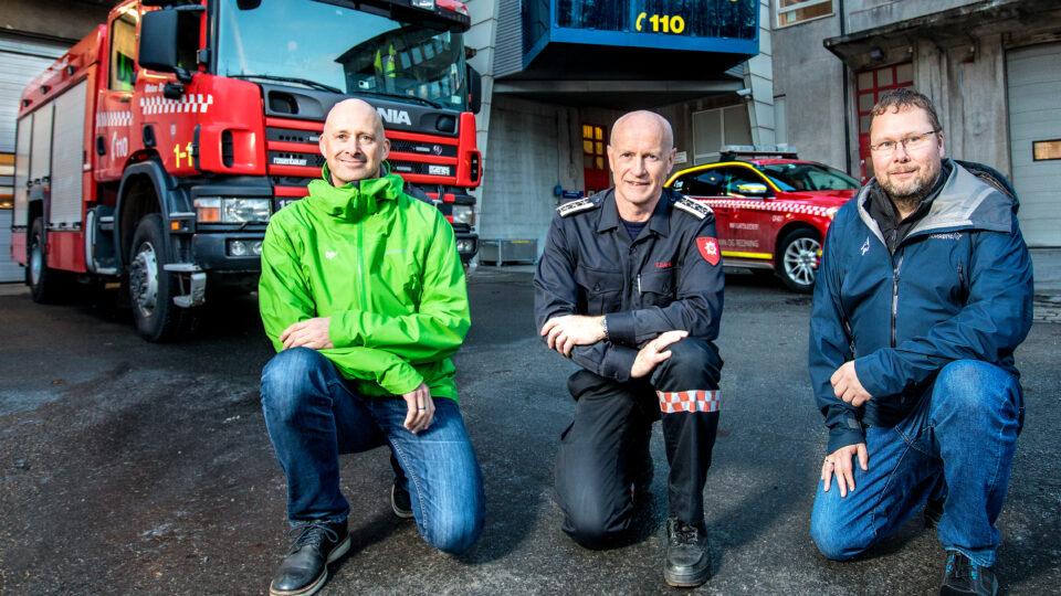 Prosjektleder Svein-Erik Høiem med brannsjef Edvar Dahl og teknisk byggeherreombud Stig Rune Johnsen